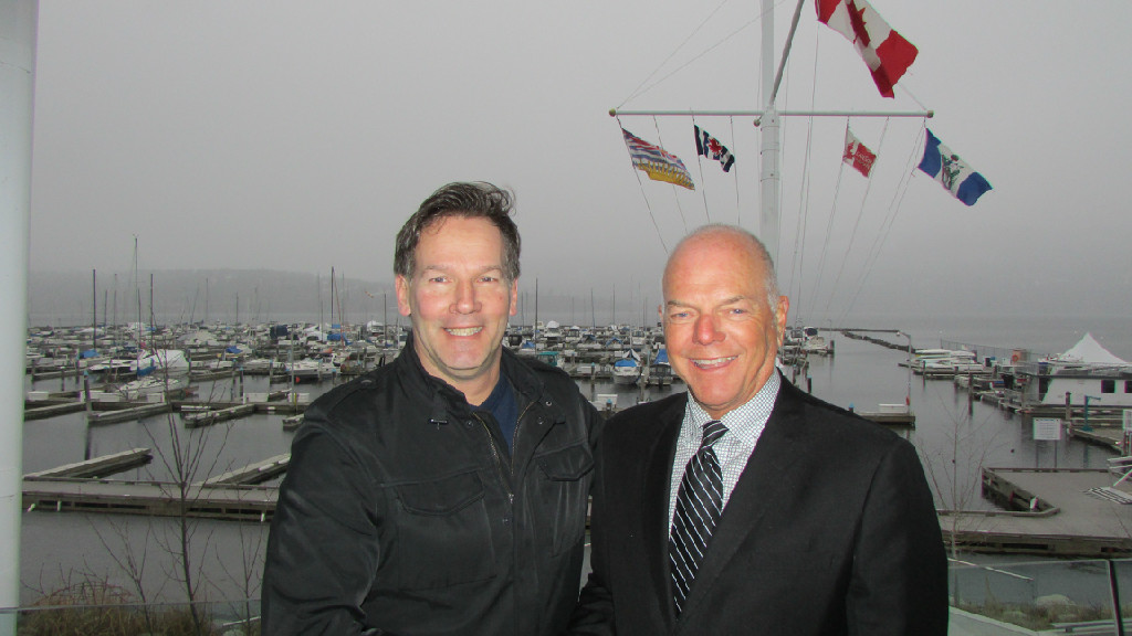 Michel Tremblay welcomes John Bokitch of Land Rover Kelowna as the title sponsor of the 2016 Melges 24 Canadian Nationals